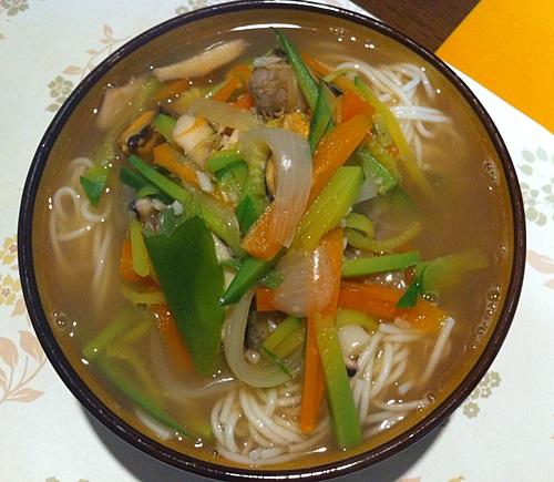 缶詰のコルベンイを入れた母のククス(麺)料理!