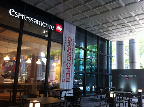 雰囲気も味もいいカフェ「illy」、できてうれしいな!