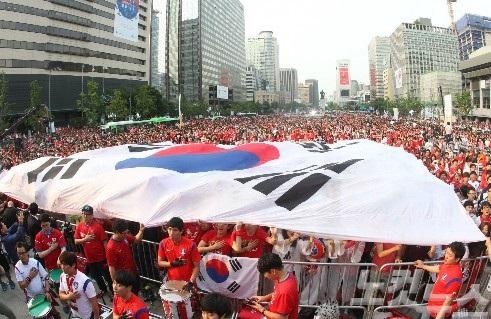 2014ワールドカップ!韓国初試合スターたちの街角応援!