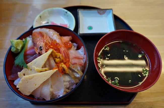 沖縄!大人気の海鮮天丼を食べに「太陽(ティーダ)」へ!